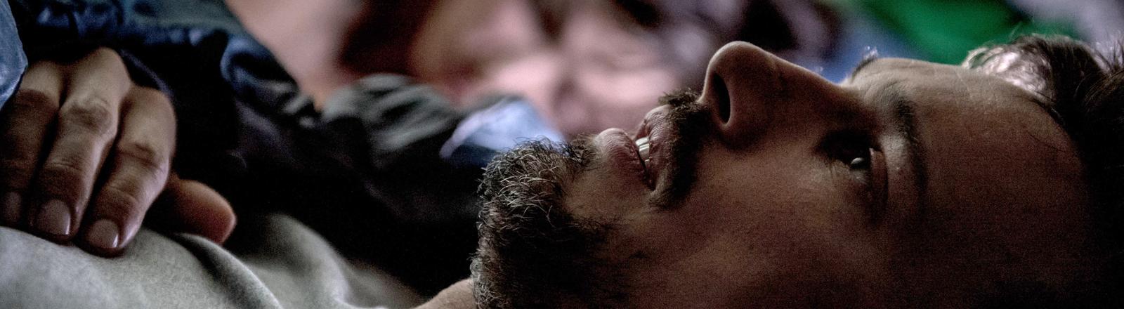 """Hannes (Florian David Fitz) und seine Frau Kiki (Julia Koschitz) in einer Szene des Kinofilms """"Hin und weg"""""""