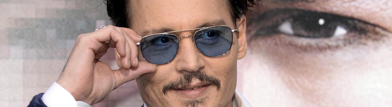 Johnny Depp bei der Premiere von Transcendence in Westwood, Kalifornien