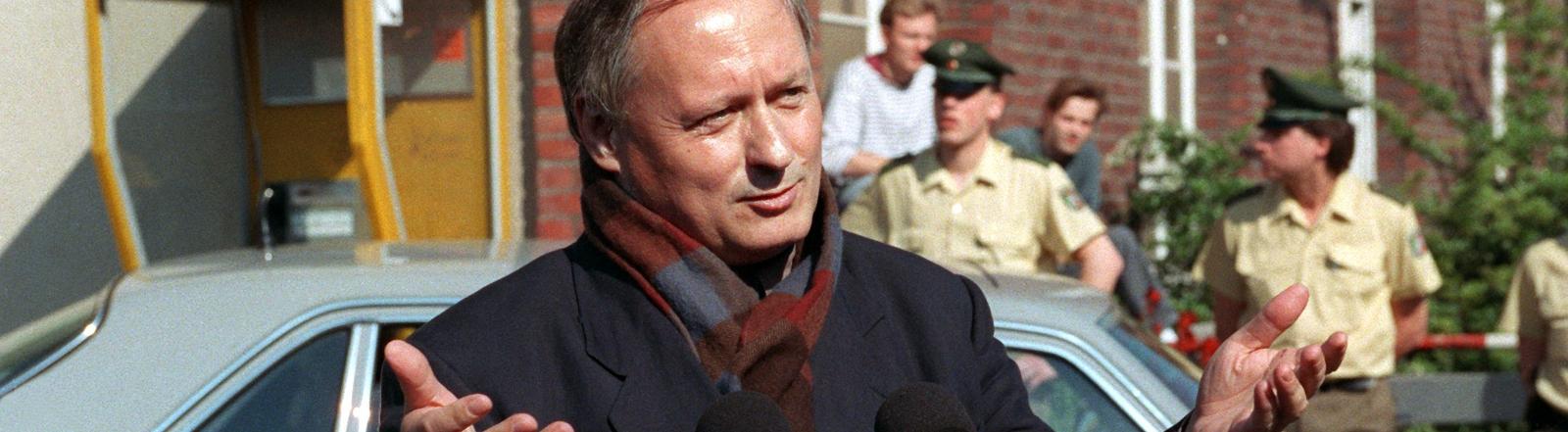 Nach dem Attentag: Oskar Lafontaine zeigt sich in der Öffentlichkeit