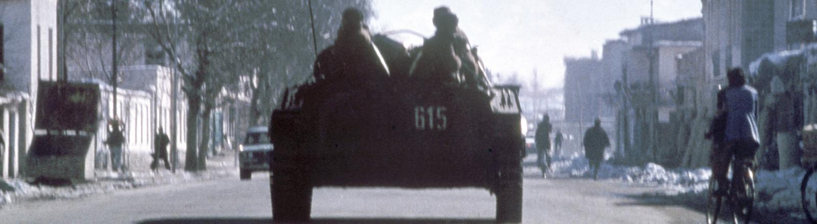Panzer auf einer Straße
