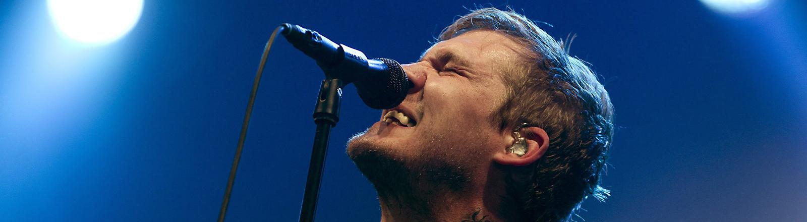 Brian Fallon von The Gaslight Anthem während des Lowlands Festival 2012 in Biddinghuizen.