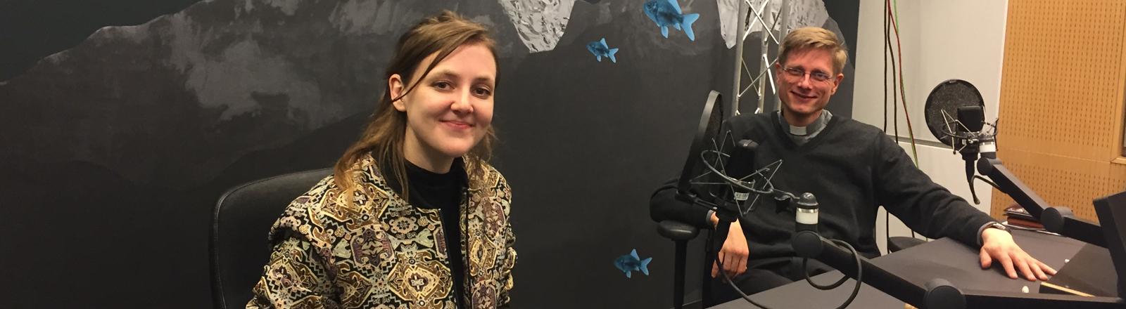 Journalistin Valerie Schönian und Kaplan Franziskus von Boeselager