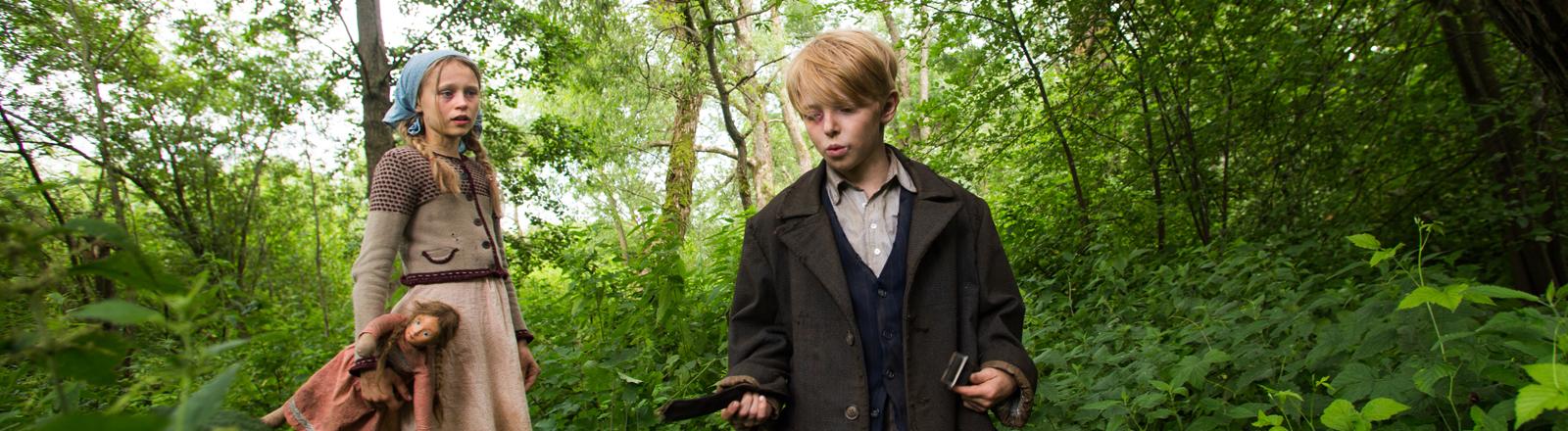 """Vivien Ciskowska als Asta und Til-Niklas Theiner als Paul in einer undatierten Szene des Films """"Wolfskinder""""."""