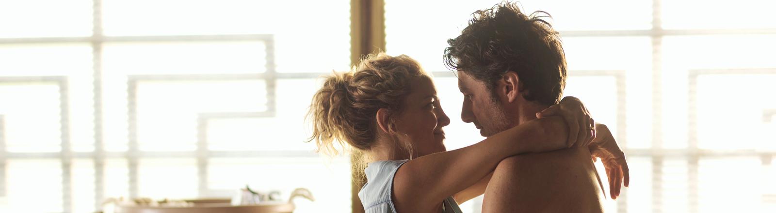 """Zach Braff als Aidan Bloom und Kate Hudson als Sarah Bloom in einer Szene des Kinofilms """"Wish I was here"""""""