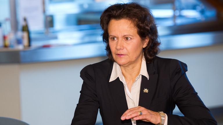 """Die Vorstandsvorsitzende der """"Stiftung gegen Gewalt an Schulen"""", Gisela Mayer spricht am 21.11.2014 in Winnenden (Baden-Württemberg) im Rahmen eines Pressegesprächs zum fünfjährigen Bestehen der Stiftung."""