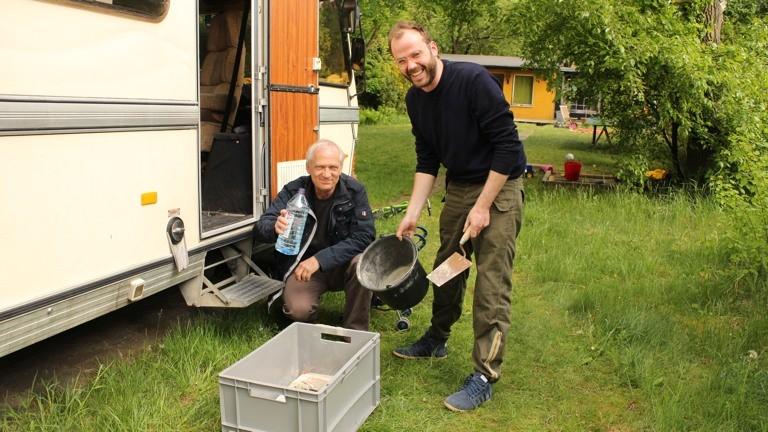 Beton anrühren mit Klaus Meyer und Matze Görig - doch am Ende streikte der Audiorecorder und alle Aufnahmen waren verloren.
