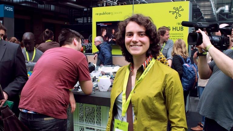 """Anna vernetzt mit der """"Fab Foundation"""" Fablabs weltweit"""