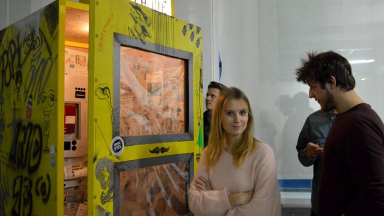 Studenten beim Aufbau der Roboexotica