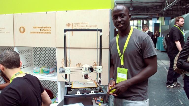 .. und aus Elektroschrott einen 3D-Drucker gebaut