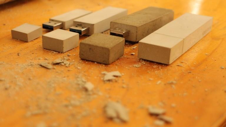Michaels Spezialität: USB-Sticks aus Beton.