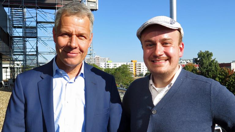 RTL-Nachrichtenanchor Peter Kloeppel besucht Daniel Fiene in Eine Stunde Was mit Medien.