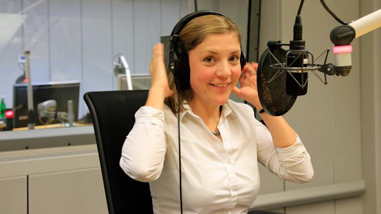 Florence Metz ist Gast bei DRadio Wissen und Eine Stunde Talk mit Sven Preger.