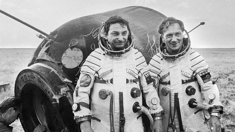 Sigmund Jähn flog am 26. August 1978 in der sowjetischen Sojus 31 zusammen mit Waleri Fjodorowitsch Bykowski zur sowjetischen Raumstation Saljut 6.