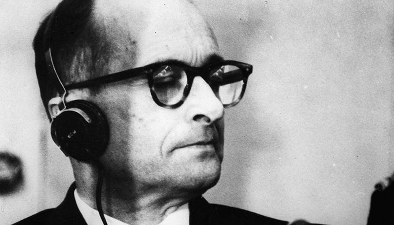 Adolf Eichmann während der Urteilsverkündung gegen ihn am 15. Dezember 1961 in Jerusalem.