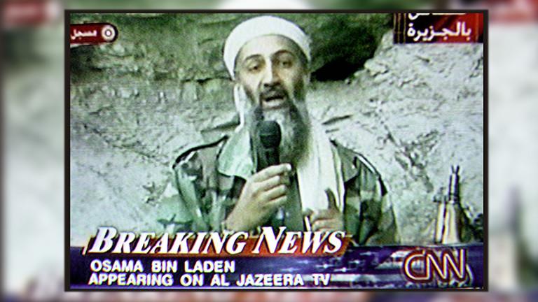 CNN sendet am Sonntag den 7. Oktober 2001 Bilder des TV-Senders Al Jazeera (aus Katar), die den Terroristenfuehrer Ussama bin Laden in angeblich in den afghanischen Bergen zeigen.
