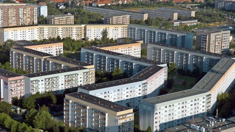 Die Plattenbausiedlung Leipzig-Grünau von oben. Das Bild wurde am 29.07.2004 aufgenommen.