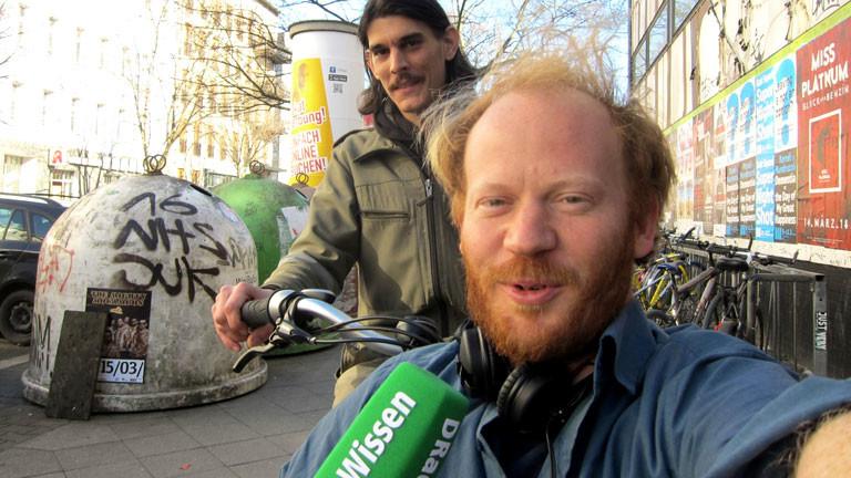 DRadio-Wissen-Alleskönner Moritz Metz im Lastenrad.