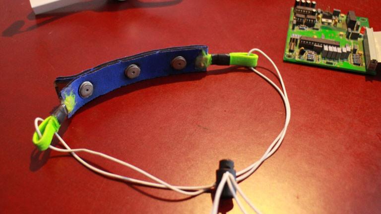 Ein Elektrodenstirnband..