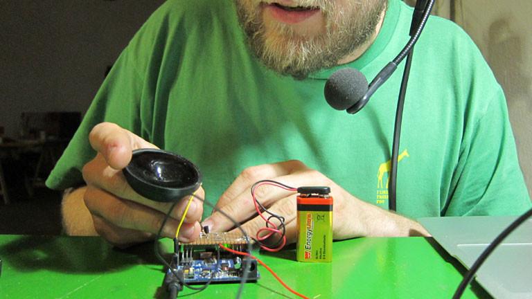 Der Test am Lautsprecher ergibt seltsame Klänge.