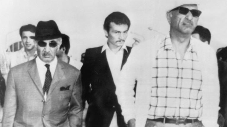 Drei Männer mit Sonnenbrillen.