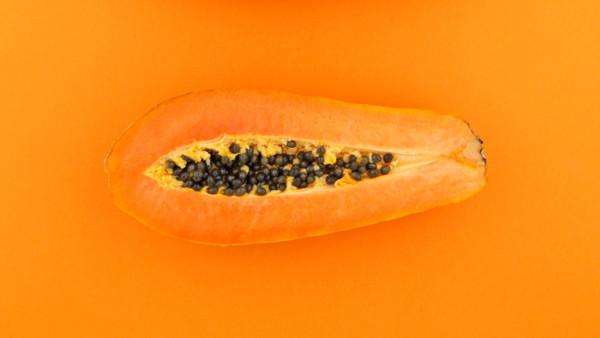 Frucht mit Kernen