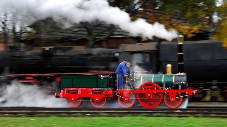 Dampft wie 1835: Testfahrt eines Nachbaus der Adler-Lokomotive im Jahr 2007