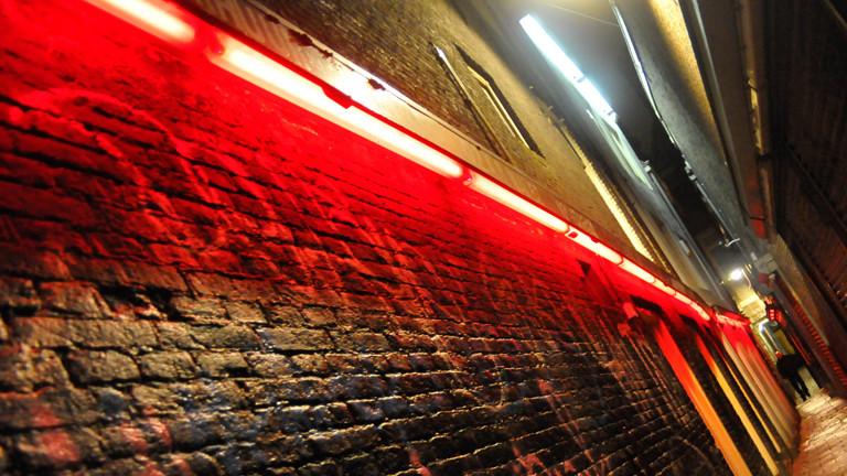 Im Rotlichtviertel.