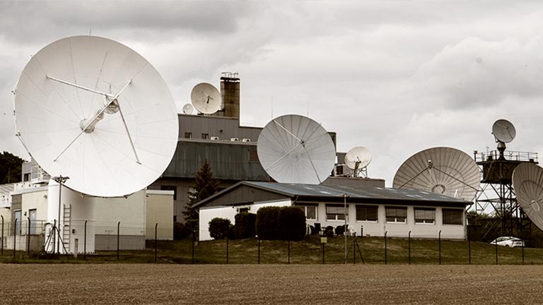 Technik steht an der Außenstelle Schöningen des Bundesnachrichtendienstes (BND) im Landkreis Helmstedt