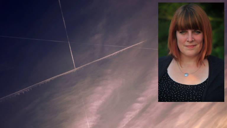 Ein Himmel mit Kondensstreifen / Psychologin Pia Lamberty