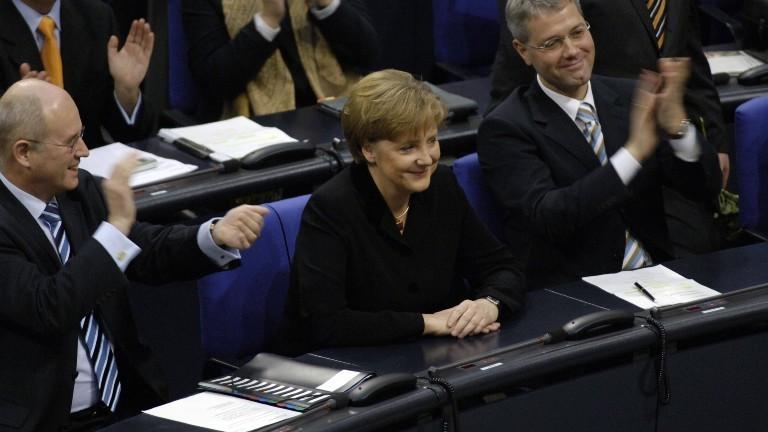 22.11.2005: Angela Merkel nach ihrer Wahl zur Bundeskanzlerin im Bundestag in Berlin.