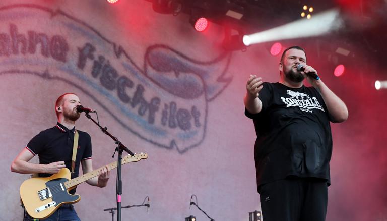 """Der Sänger der deutschen Punkband """"Feine Sahne Fischfilet, Jan """"Monchi"""" Gorkow."""