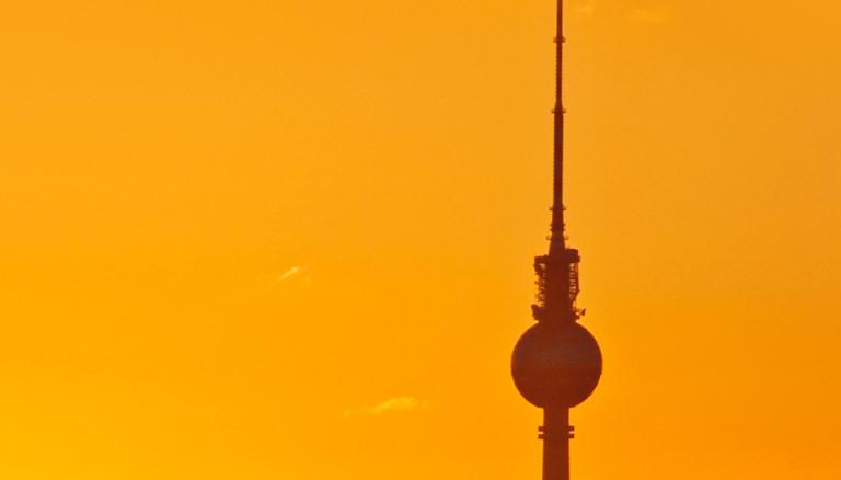 Fernsehturm in Berlin bei Sonnenuntergang