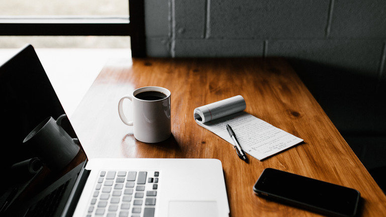 Block Kaffeetasse Laptop Smartphone