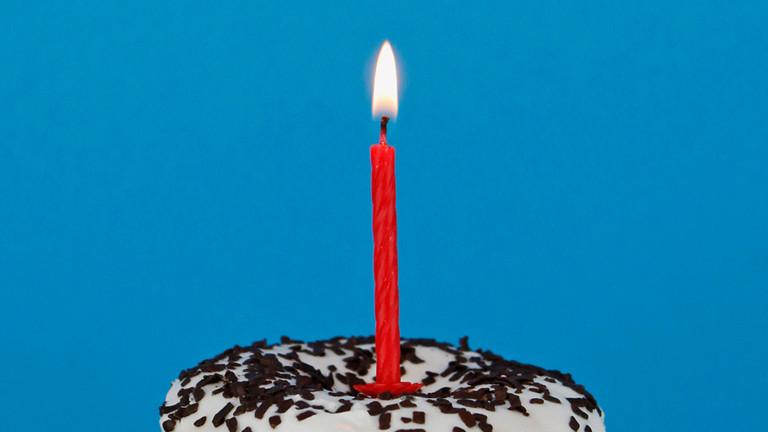 Törtchen mit Kerze drauf