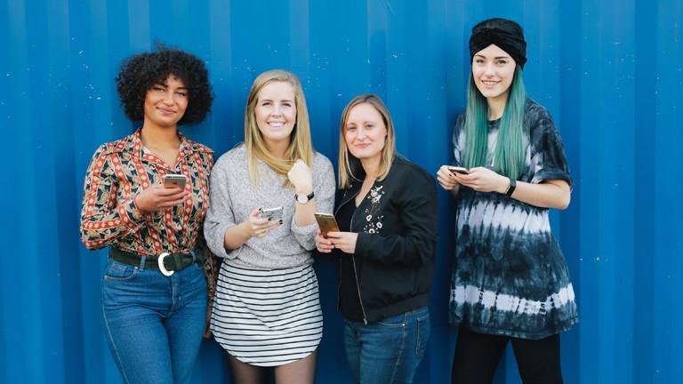 Naina, Claire und Farah  und Verena Lammert von Mädelsabende