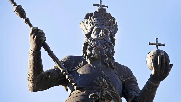 Brunnendenkmal in Aachen: Römisch-deutscher Kaiser Karl der Große
