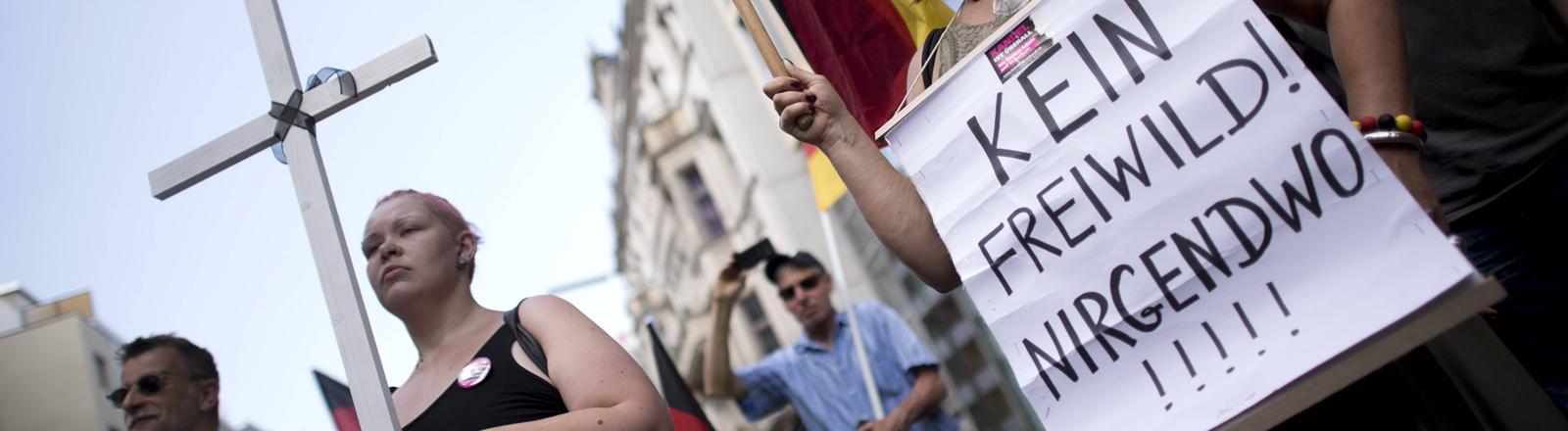 AFD-Frauen demonstrieren.