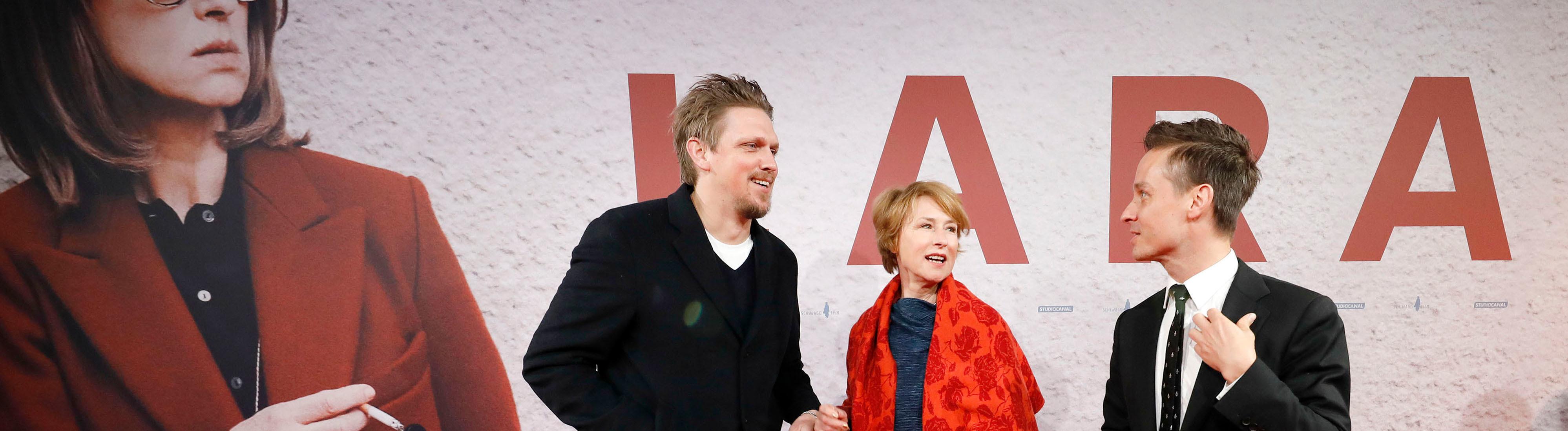Jan-Ole Gerster, Corinna Harfouch und Tom Schilling bei der Premiere von Lara im Berliner Delphi-Theater.