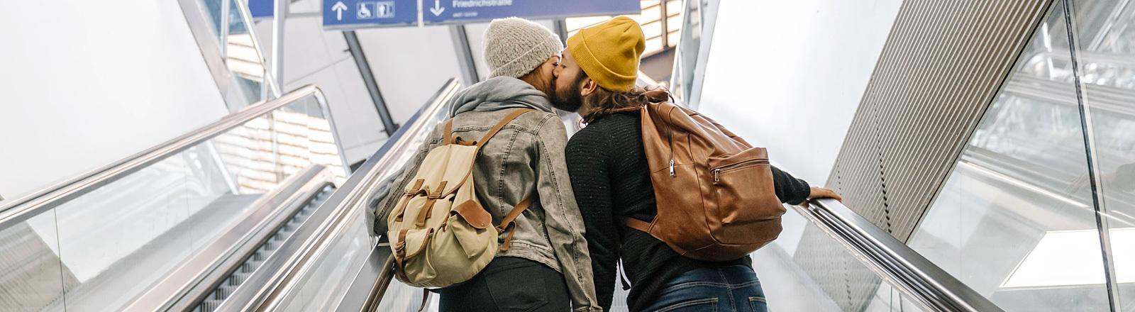 Kuss auf der Rolltreppe