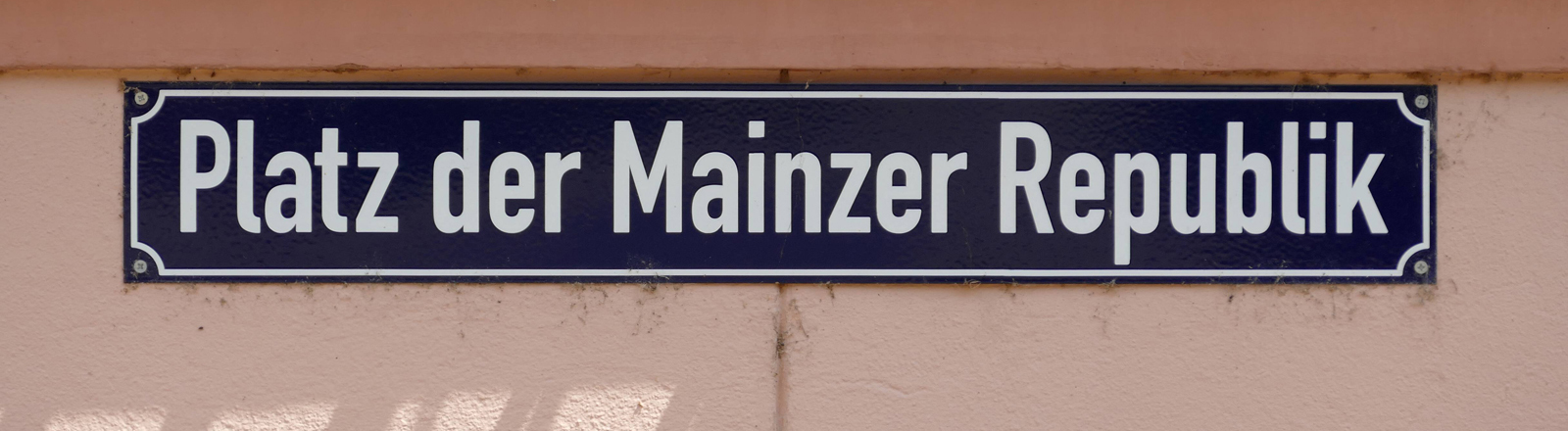 Straßenschild: Platz der Mainzer Republik