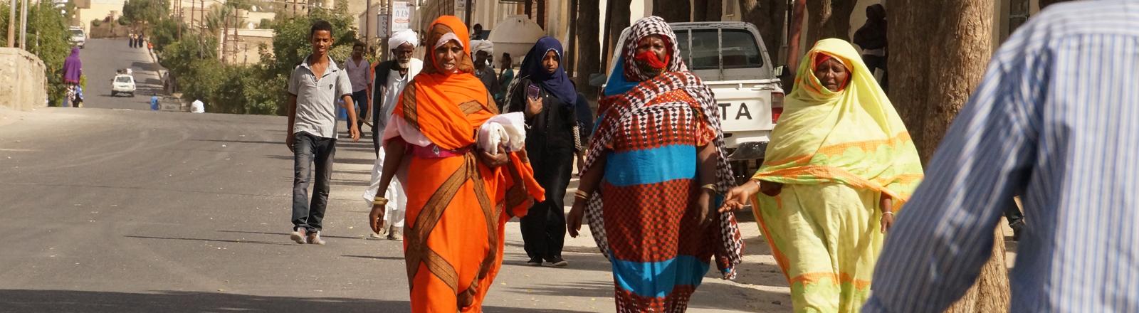 Straßenszene in der eritreischen Stadt Keren