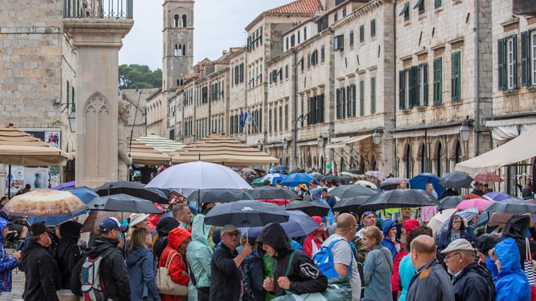 Touristen in der Altstadt von Dubrovnik.
