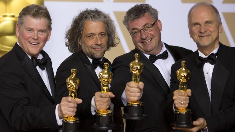 Richard R. Hoover, Paul Lampert, Gerd Nefzer und John Nelson mit ihren Oscars für die besten visuellen Effekte bei Blade Runner 2049.