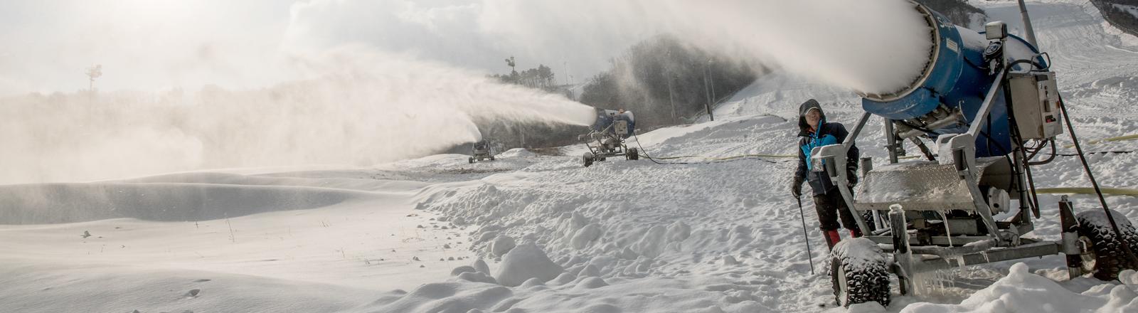 Schnee aus Kanonen