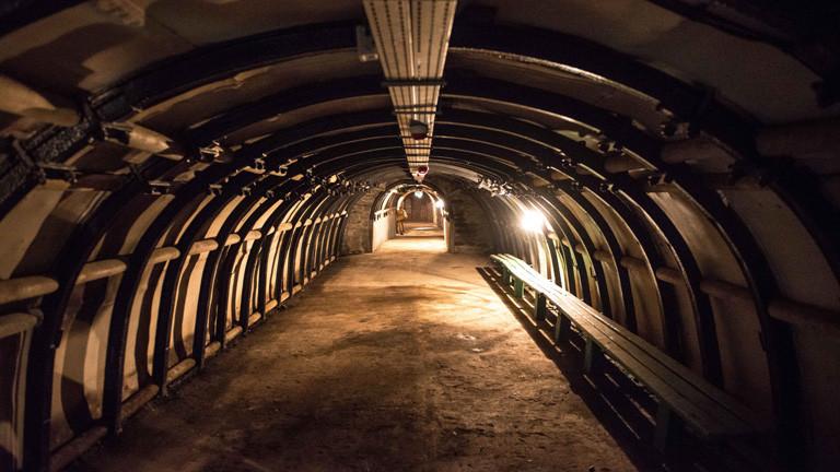 Ein alter Minentunnel in Walbrzych in Polen. Hier in der Nähe wird der Goldzug vermutet.
