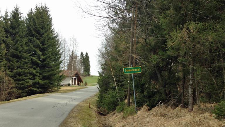 Schnellenzipf bei Bischofsreut, direkt an der deutsch-tschechischen Grenze: Hier gab es früher einen Grenzübergang. Dort wurde Elkes Opa Franz Hofmann erstmals in der amerikanischen Besatzungszone registriert.