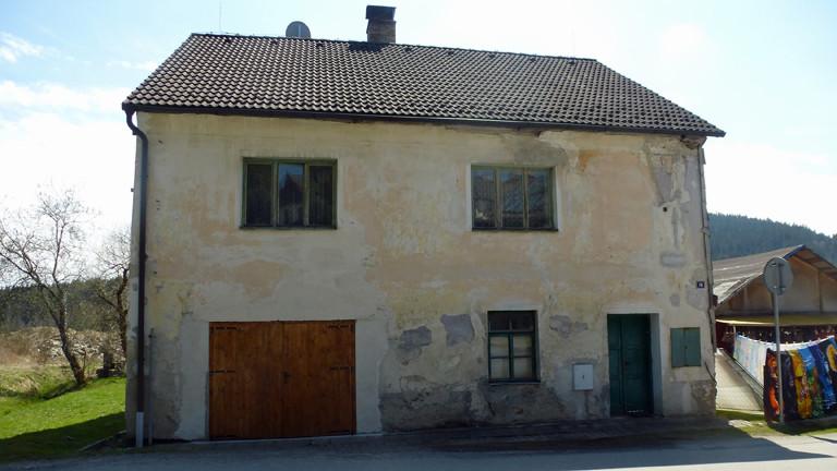 Eines der wenigen alten Häuser. Ganz in der Nähe muss laut Stadtplan das Haus von Elkes Familie gestanden haben.