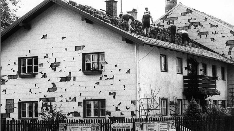 Vom Hagel zerstörtes Haus
