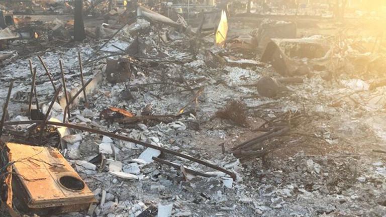 Trümmer auf dem Grundstück in Coffey Park