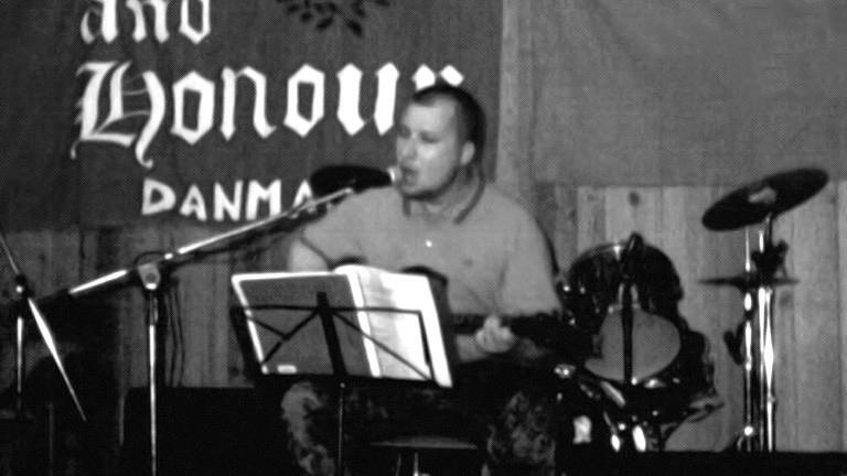 Achim Schmid beim Konzert seiner Band Wolfsrudel